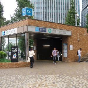 東京メトロ千代田線・新御茶ノ水駅~駅の長いエスカレーターを下ると・・・そのまた下がホームであった!