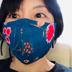 今日つけてるマスクは青色