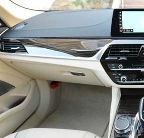 BMWのグローブボックスの鍵ってどこにある??セキュリティボックス的な使い方もできるんですね^^;