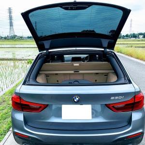 日産セレナに親近感(*^^*)BMW3シリーズ・5シリーズツーリングの独立開閉式リアガラスウィンドウがセレナにも。