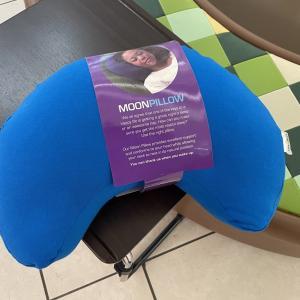 Yogibo(ヨギボー)の「Moon Pillow(ムーンピロー)」ビーズクッション枕を衝動買いしちゃいました(^_^;)