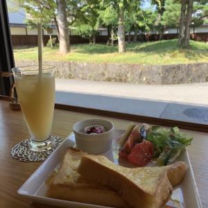 飛騨高山のカフェでブレックファスト