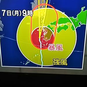 台風の勉強中23時