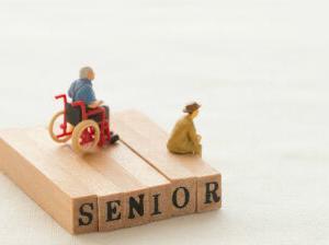 毎月の赤字平均、高齢無職世帯