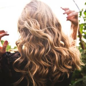 カナダ化粧品レポート:ブリーチヘアーに効く、パープルシャンプー