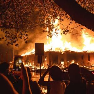 「これは内戦だ」黒人男性殺害抗議デモの激化と平和ボケ、コロナボケ日本