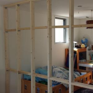 部屋に、防音できる間仕切り壁を作る方法(動画)