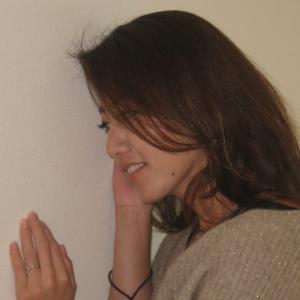 部屋の壁の防音効果を簡単にアップさせる方法(動画)