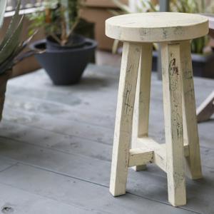 座面の丸い木製の椅子を作る方法(動画)