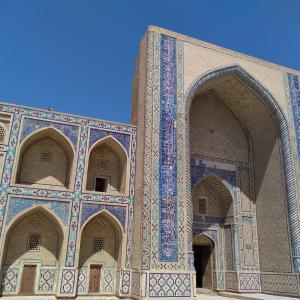 【ウズベキスタンへの旅⑤】灼熱ブハラの旧市街をお散歩、ちょっとふり向いてみただけの異邦人♪