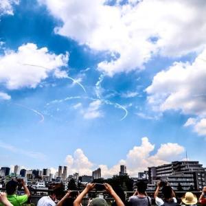 ブルーインパルスが五輪描く 午後に都心上空で(2021年7月23日)