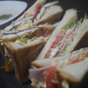 魚とハムのトーストサンドイッチ