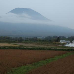 北海道羊蹄山一周の秋景色