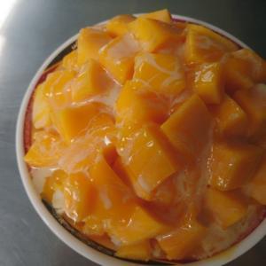 【屏東】「秋林牛乳大王」オレンジ色が綺麗なマンゴーかき氷