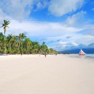 フィリピン ボラカイ島がGCQエリアからの観光客受け入れ開始へ!?