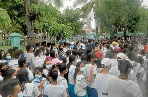 フィリピン セブのバンタヤン島での観光イベントに学生を動員して密状態に。。。