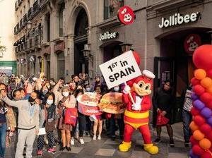 スペインでジョリビーがオープン!!初日は大行列!!!
