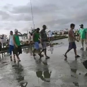 フィリピン イロイロで漁船が沈没。。。25名救出されるが9名が行方不明に。。。