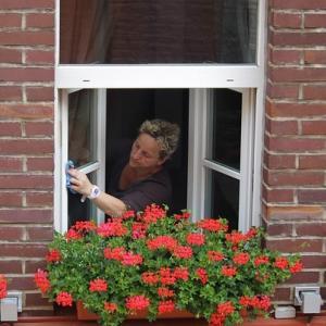 【大掃除】にはしたくない!|「伸びる2wayロングモップ」を使ってラクラク窓掃除