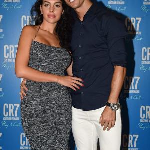 【ますますグラマラスになってる…!?】クリスティアーノ・ロナウドと恋人のジョージーナ・ロドリゲスがパーティに登場!Cristiano Ronaldo and Georgina Rodríguez sizzles at his fragrance launch