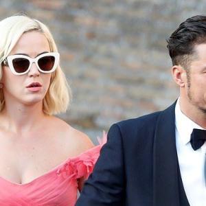 【フリフリドレスでご機嫌…!?】ケイティ・ペリーとオーランド・ブルームが友人の結婚式にお出かけ!Katy Perry attends Misha Nonoo's wedding