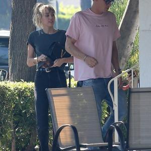 【母親も公認の仲…!?】マイリー・サイラスが新恋人のコーディー・シンプソンと朝食にお出かけ!Cody Simpson joins Miley Cyrus for breakfast