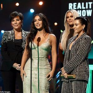 【不自然体型を強調…!?】キム・カーダシアンがピープルズ・チョイス・アワードに登場!Kim Kardashian West at People's Choice Awards