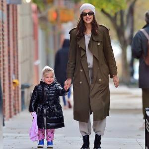 【美少女オーラがスゴい…!?】イリーナ・シェイクが娘のリアとお出かけ!Irina Shayk and daughter Lea step out for a walk