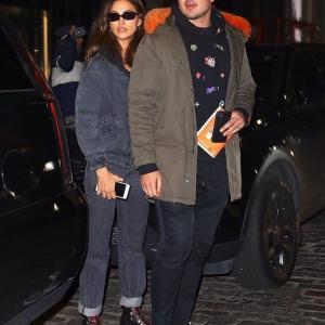 【謎の男性と一緒に…!?】イリーナ・シェイクがホテルからお出かけ!Irina Shayk spotted leaving NYC hotel