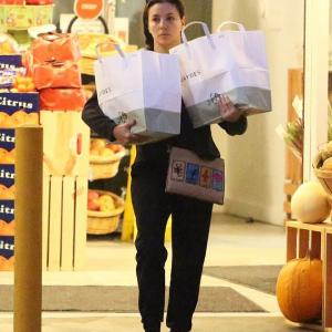 【だいぶ痩せた…!?】すっぴんのエヴァ・ロンゴリアがスーパーにお出かけ!Eva Longoria picks up groceries in Los Angeles