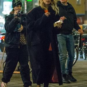【メーク濃いめ…!?】ヘイリー・ビーバーがベルリンでお出かけ!Hailey Bieber steps out in Berlin