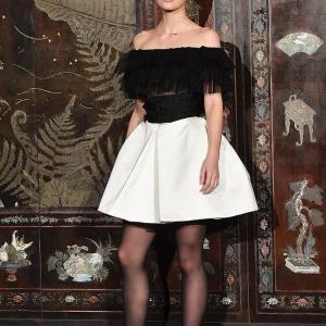 【脚が細く見えてる…!?】リリー・ローズ・デップが母バネッサ・パラディとシャネルのファッションショーに登場!Lily Rose Depp takes Vanessa Paredis to Chanel's show