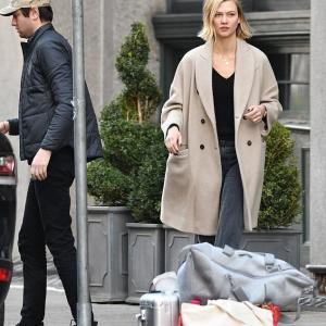 【イケメン夫の顔が…!?】カーリー・クロスが夫のジョシュア・クシュナーとNYでお出かけ!Karlie Kloss steps out in NY with Joshua Kushner