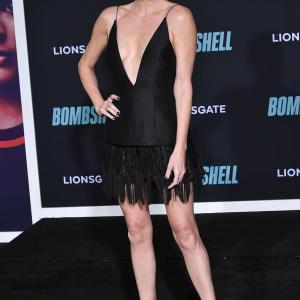 【すんごい露出…!?】シャーリーズ・セロンが映画「スキャンダル」のプレミアに登場!Charlize Theron attends the Bombshell premiere
