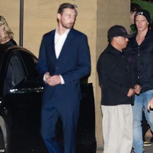 【彼ママとも仲良し…!?】マイリー・サイラスが恋人のコーディー・シンプソンとディナーデート!Miley Cyrus joins Cody Simpson for sushi in Malibu