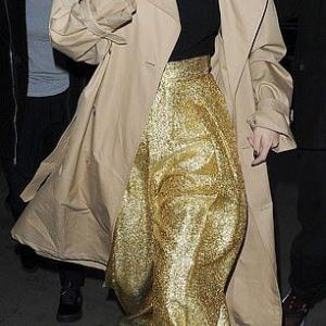 【演歌歌手みたい…!?】セレーナ・ゴメスがロンドンでお出かけ!Selena Gomez steps out in London