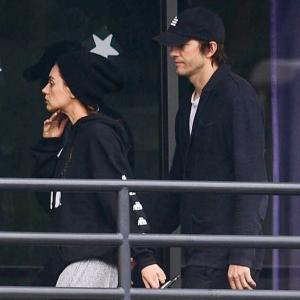 【顔色悪い…!?】ミラ・クニスとアシュトン・カッチャーがダンス教室にお出かけ!Mila Kunis and Ashton Kutcher step out to dance class