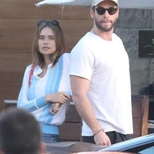 【美男美女カップル…!?】リアム・ヘムズワースがモデル彼女と朝食にお出かけ!Liam Hemsworth steps out for breakfast in Malibu with Gabriella Brooks