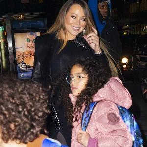 【49歳には見えない…!?】マライア・キャリーが子供たちとディナーにお出かけ!Mariah Carey steps out for a dinner with her twins