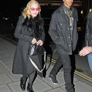 【バレンタインデーもラブラブ…!?】マドンナが35歳下の恋人とディナーデート!Madonna enjoys a Valentine's Day meal with Ahlamalik Williams