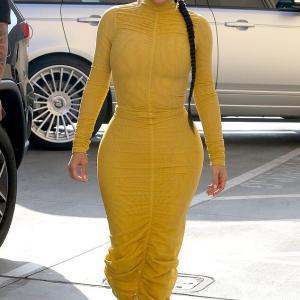 【ありえないくびれ方…!?】キム・カーダシアンがトーク番組の収録にお出かけ!Kim Kardashian heads to taping of Netflix show
