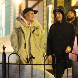 【極寒でもラブラブ…!?】ジャスティン・ビーバーとヘイリー・ビーバーがアスペンでバケーション!Justin Bieber on a date night with wife Hailey