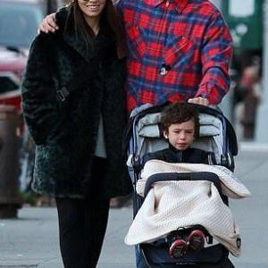 【不倫疑惑後の夫婦円満をアピール…!?】ジャスティン・ティンバーレイクとジェシカ・ビールが息子のサイラスとお出かけ!Justin Timberlake and Jessica Biel enjoy a stroll