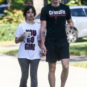 【3日連続で…!?】ショーン・メンデスとカミラ・カベロがマイアミで手つなぎデート!Camila Cabello holds hands with Shawn Mendesi