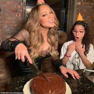 【12歳は無理がある…!?】マライア・キャリーが子供たちと50歳のバースデーをお祝い!Mariah Carey celebrates her birthday with twins Monroe and Moroccan