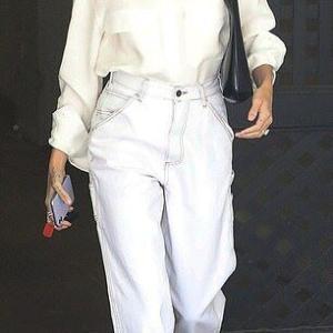【マスクがおそろい…!?】ジャスティン・ビーバーとヘイリー・ビーバーがLAでお出かけ!Justin Bieber and wife Hailey step out in LA