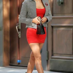 【美脚全開…!?】イリーナ・シェイクがマンハッタンでお出かけ!Irina Shayk steps out in NYC