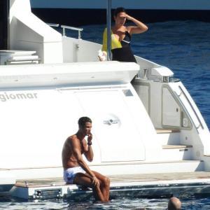 【イケメンマッチョぶりがスゴい…!?】クリスティアーノ・ロナウドが恋人のジョージーナ・ロドリゲスとクルージング!Cristiano Ronaldo and Georgina Rodríguez relax aboard luxury yacht