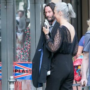 【熟年夫婦みたいになってる…!?】キアヌ・リーブスが恋人のアレクサンドラ・グラントとディナーデート!Keanu Reeves and Alexandra Grant enjoy a dinner