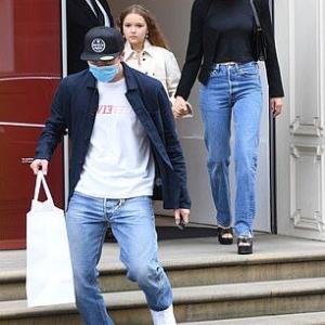 【いきなり大人っぽいハーパー!?】ブルックリン・ベッカムと婚約者ニコラ・ペルツがショッピングにお出かけ!Brooklyn Beckham and Nicola Peltz step out for a shopping